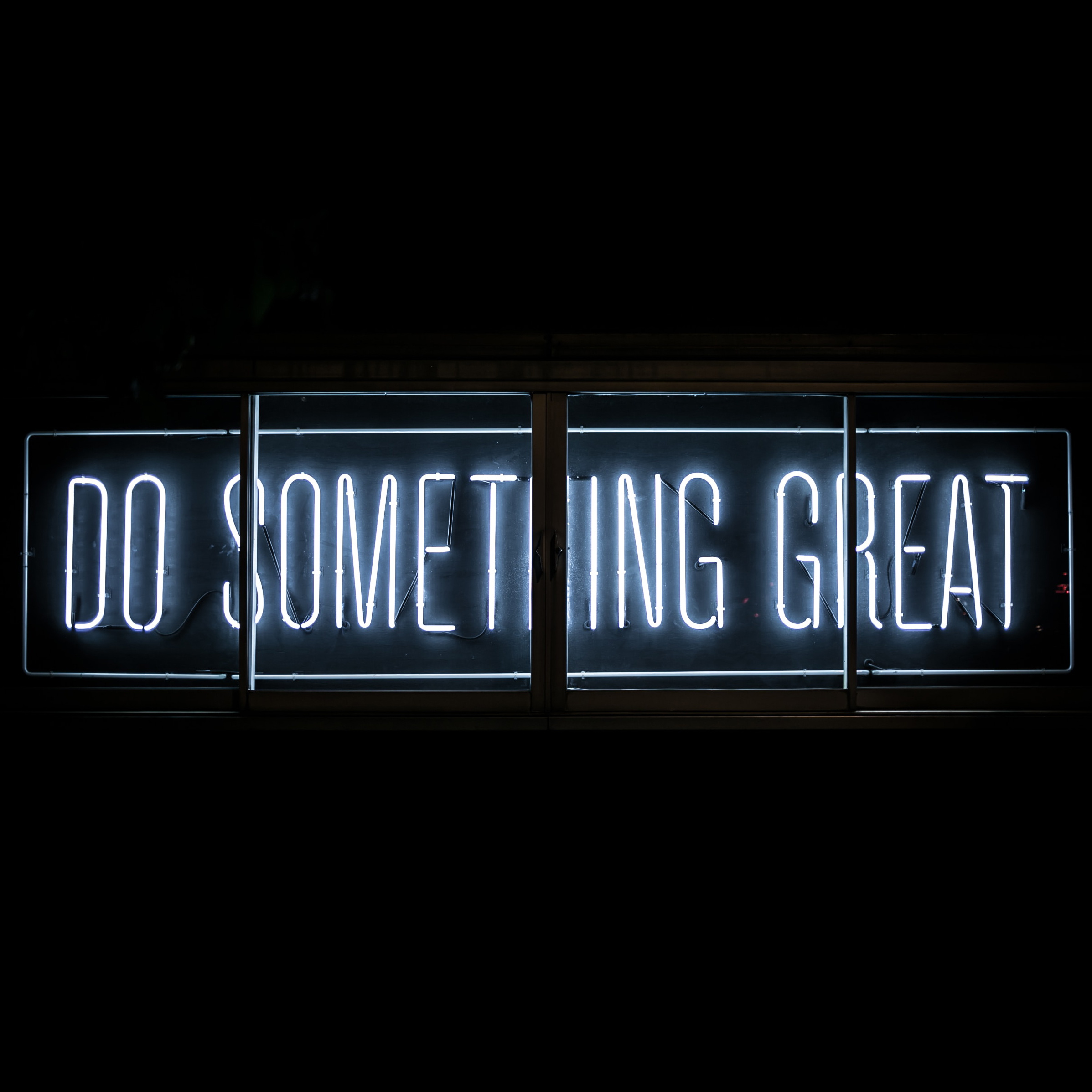 Do something great Neon sign Praktikumsplatz Marketing ehlers//kohfeld
